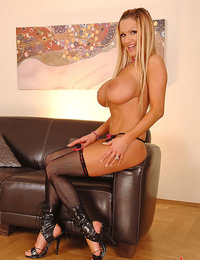 Blonde busty Sharon Pink vibros her trimmed pierced pussy