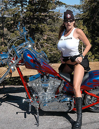 Get the motor running, head out on the highway, looking for adventure, or whatever cock comes my way. Born to be Wild! Yes, I got me a new Chopper. It