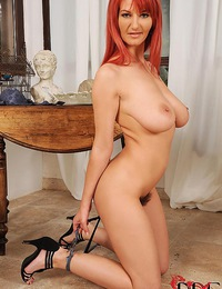 Gorgeous Polish babe Vanessa with a fire bush spreads for us