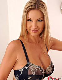 Czech stunner Carol unveils her perfect tits and tasty twat